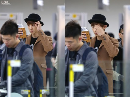 Chanyeol fixing his bangs