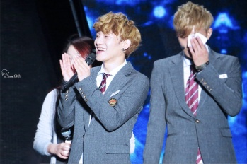 Chen clapping