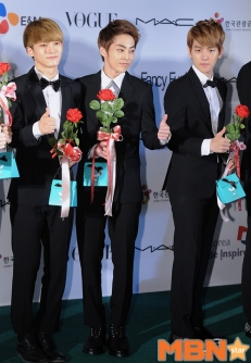 chen_xiumin_baekhyun@redcarpet