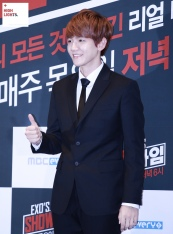 baekhyun thumbs up