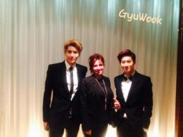 Kris, EXO fan's mom & Suho