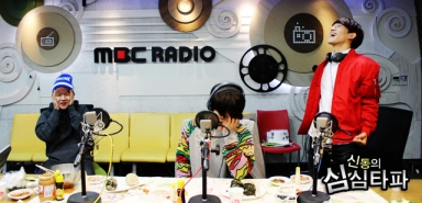 Baekhyun & D.O. Embarrassed, Chen Laughing Out Loud