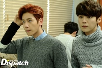 Baekhyun & Luhan checking out themselves at the mirror