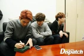 Baekhyun Signing the new mini album, Luhan looking on, Lay Spacin OUT