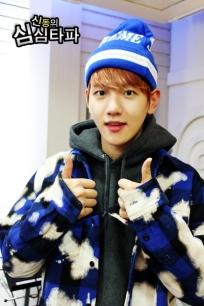 Baekhyun with two thumbs up