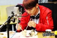 Chen Fixing his Rice Balls