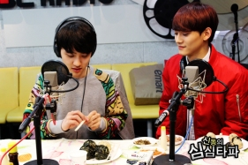 Chen waiting for D.O. to Feed him