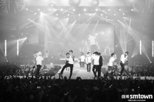 EXO & f(x) black and white
