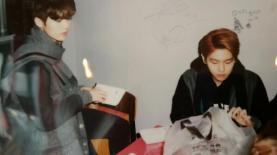 Luhan & Baekhyun Eating