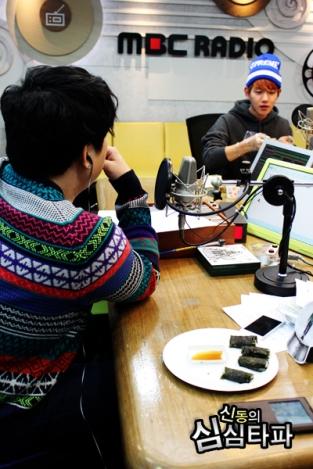 Shindong's staring at Baekhyun