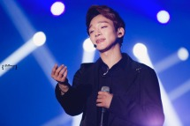 Chen singing his heart out