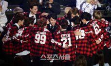 EXO huddles