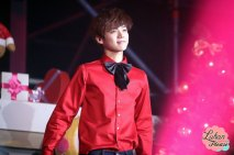 Luhan in red shirt with a bow bie