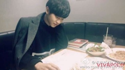 Chanyeol looking at menu