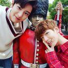 real__pcy: 근위병님과✌ @baekhyunee_exo #백현이손멀쩡하니 (160926)
