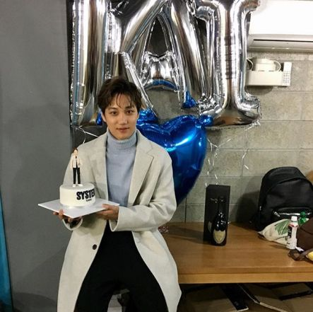#EXO #Kai is posing holding his miniature Kai. To spoil a little in this photo shoot, Kai focused on being a cute boy rather than showing his charismatic side. You can see him at High Cut issue 184. 😍 #EXO #Kai #KimJongin #thehandsomemoment (161002)